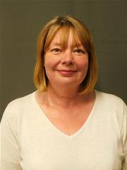 link to details of Cllr Wendy Fredericks